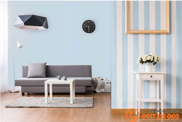 Phòng khách được sử dụng màu xanh dương nhạt cho không gian sáng, rộng và thoải mái