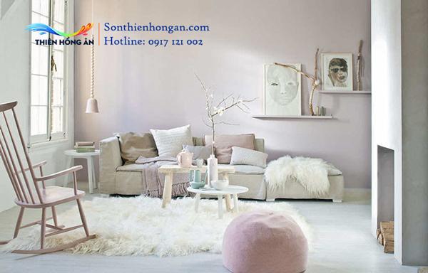 Sơn trắng kem phối hợp cùng hồng tím cho không gian tinh tế.
